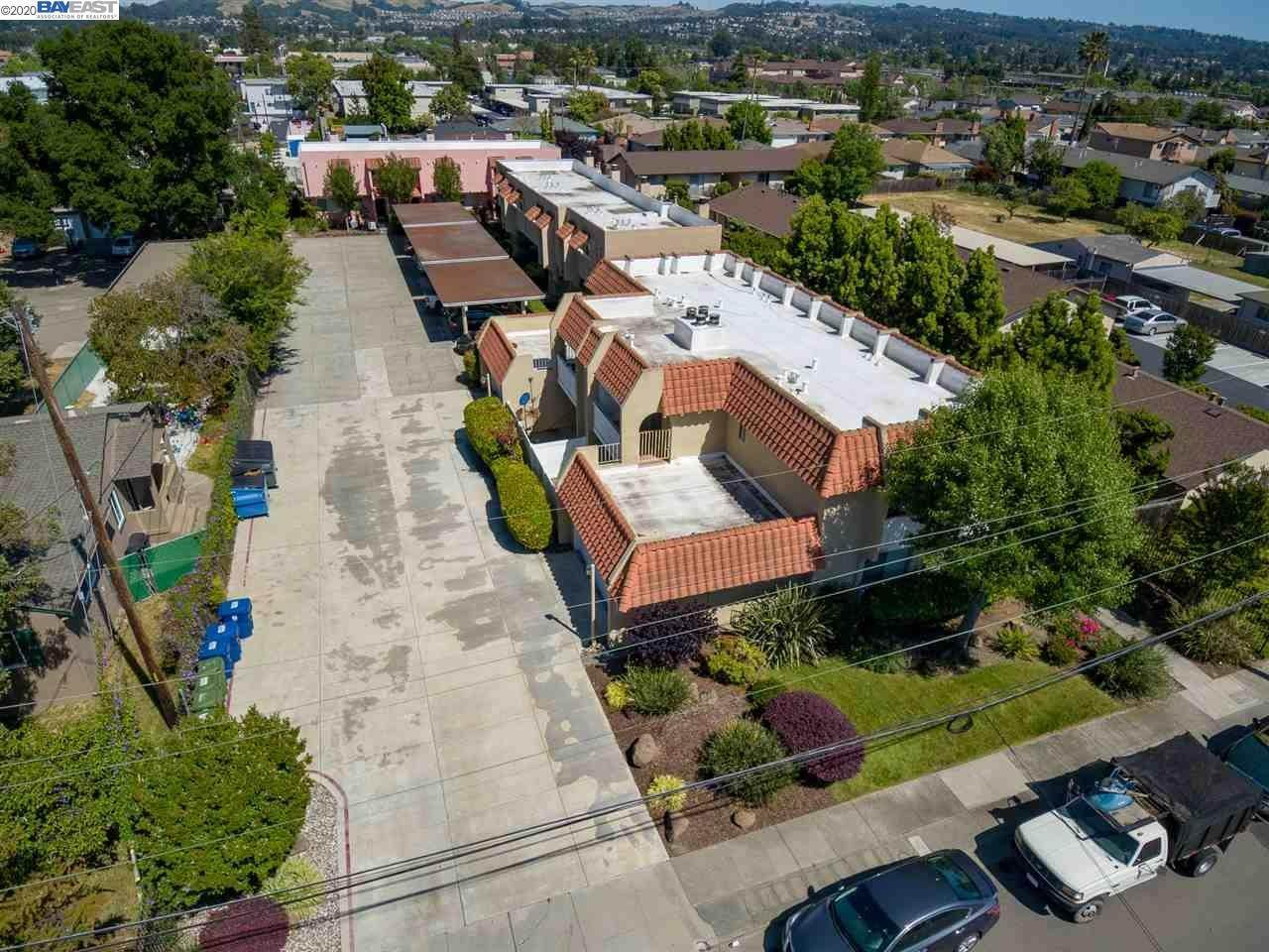 Multi-Family Homes pour l Vente à 20824 Chester Street Castro Valley, Californie 94546 États-Unis
