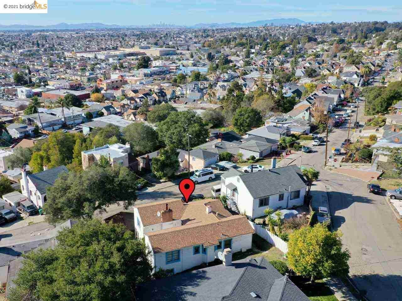 7. Single Family Homes for Sale at 2968 Parker Avenue Oakland, California 94605 United States