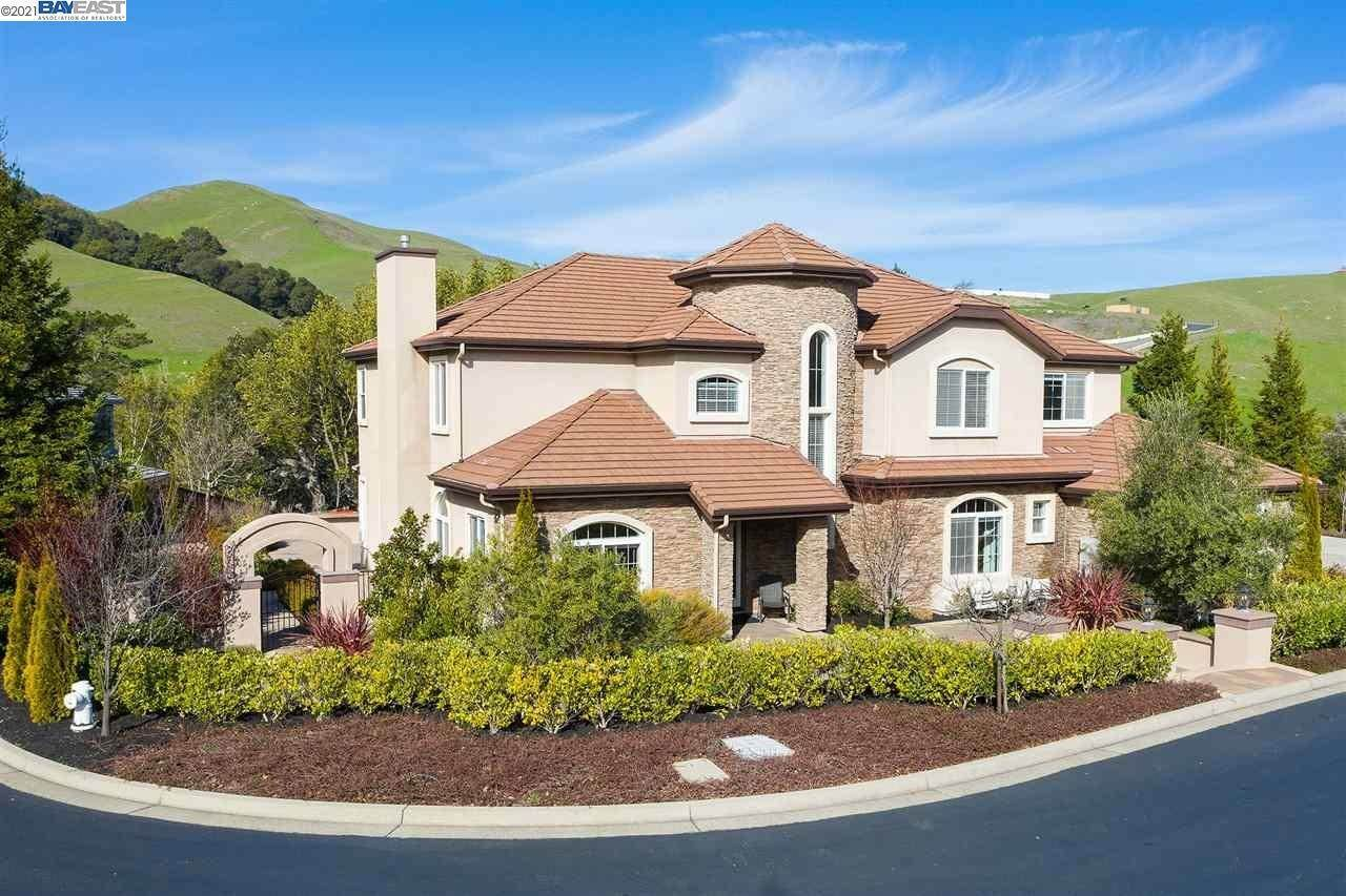 Single Family Homes for Sale at 207 Lyndhurst Place San Ramon, California 94583 United States