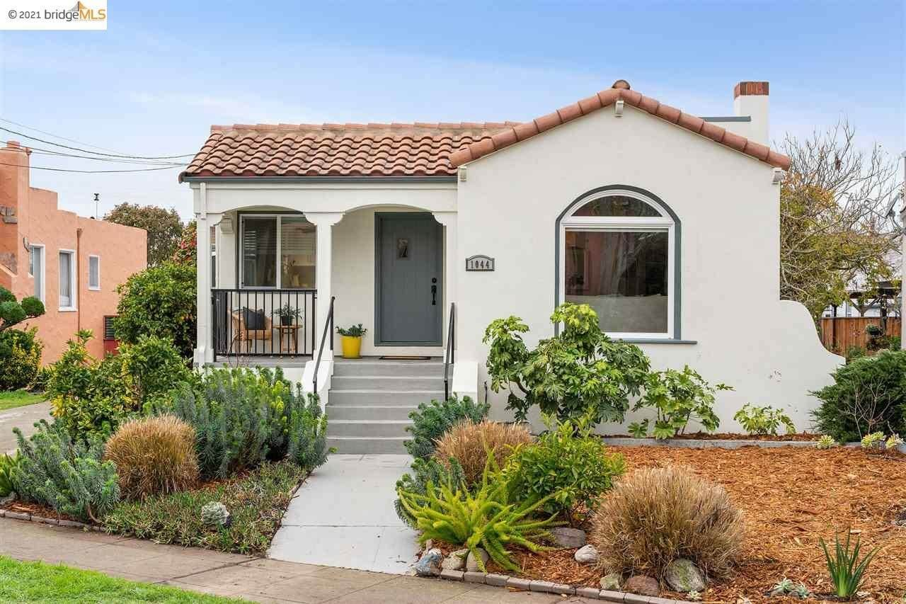 Single Family Homes pour l Vente à 1044 Santa Fe Avenue Albany, Californie 94706 États-Unis