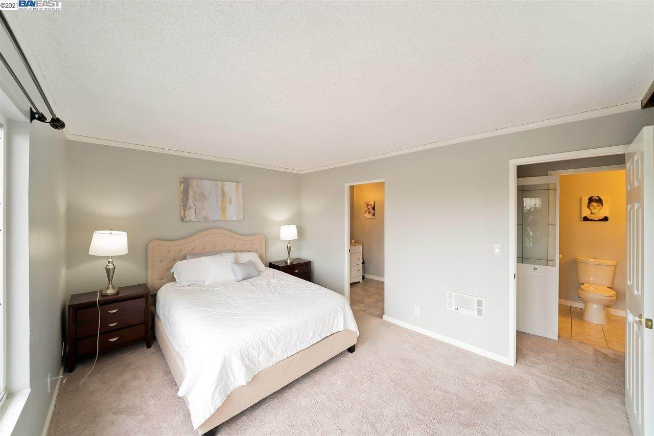 11. Condominiums for Sale at 960 Shorepoint Court Alameda, California 94501 United States