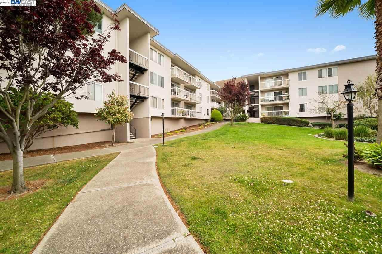 15. Condominiums for Sale at 960 Shorepoint Court Alameda, California 94501 United States