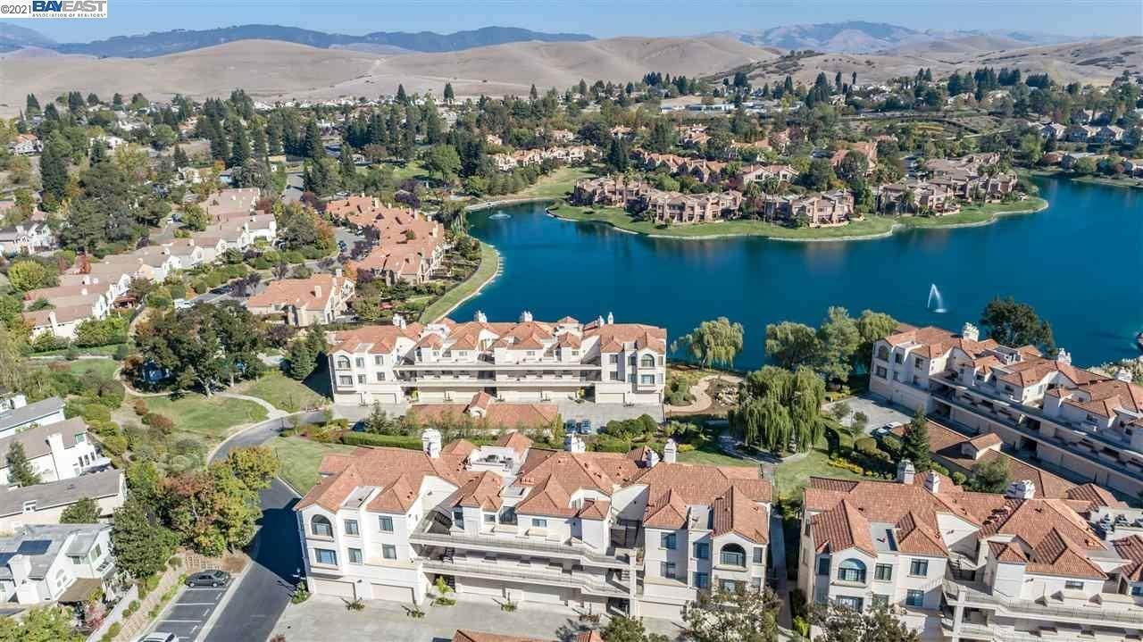 Condominiums for Sale at 51 Eagle Lake Court San Ramon, California 94582 United States
