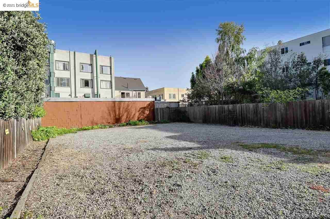 6. Single Family Homes for Sale at 3856 Howe Street Oakland, California 94611 United States
