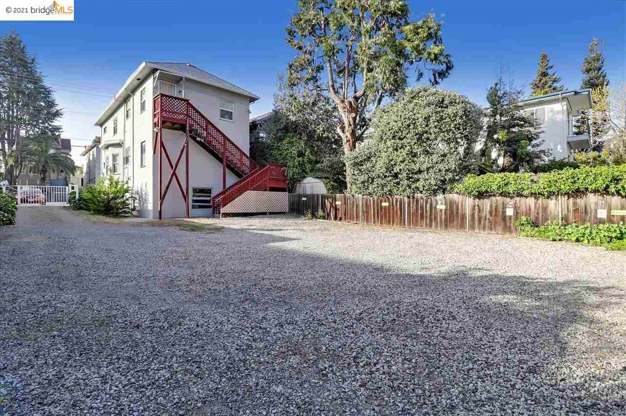 7. Single Family Homes for Sale at 3856 Howe Street Oakland, California 94611 United States