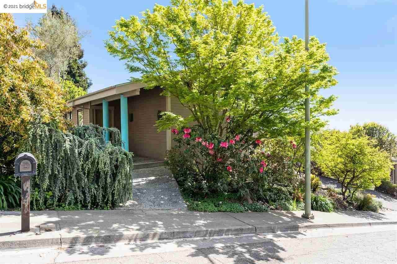 5. Single Family Homes for Sale at 6230 Fairlane Drive Oakland, California 94611 United States