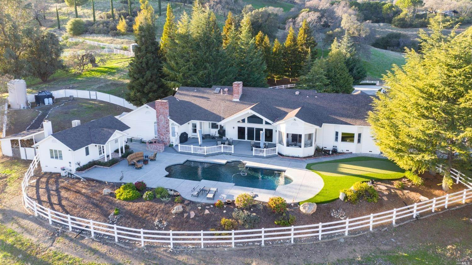 Single Family Homes للـ Sale في 2060 Twin Sisters Road, Fairfield Fairfield, California 94534 United States