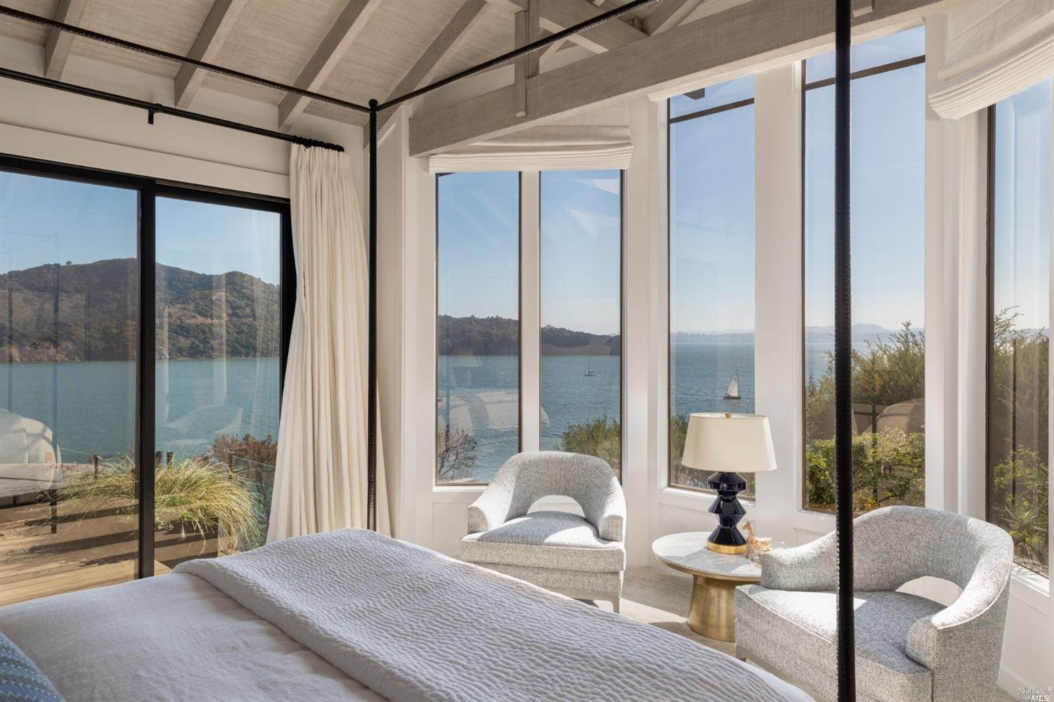 17. Single Family Homes for Sale at 10 Tower Point Lane Tiburon, California 94920 United States