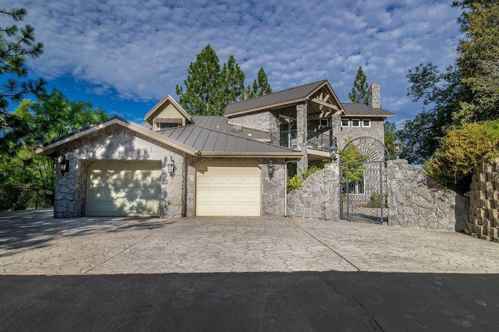 Single Family Homes por un Venta en 38786 Fawn Point Lane Bass Lake, California 93604 Estados Unidos