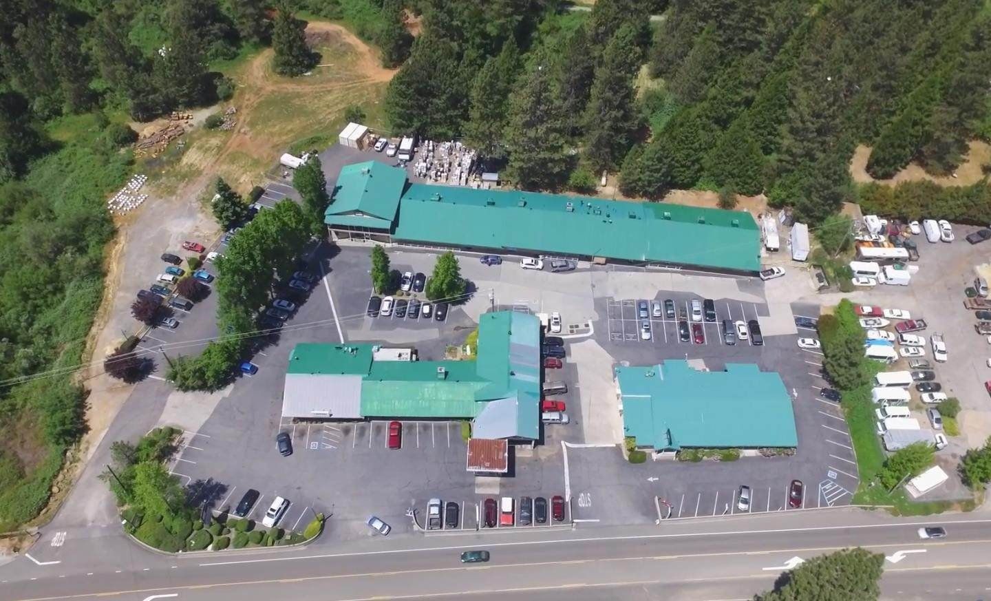 Commercial pour l Vente à 13451 Colfax Highway Grass Valley, Californie 95945 États-Unis
