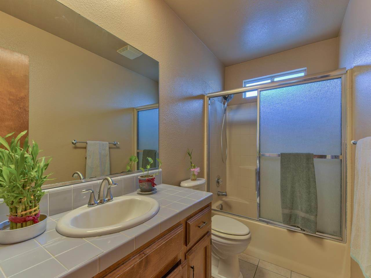 19. Single Family Homes for Sale at 419 Stonewood Drive Los Banos, California 93635 United States