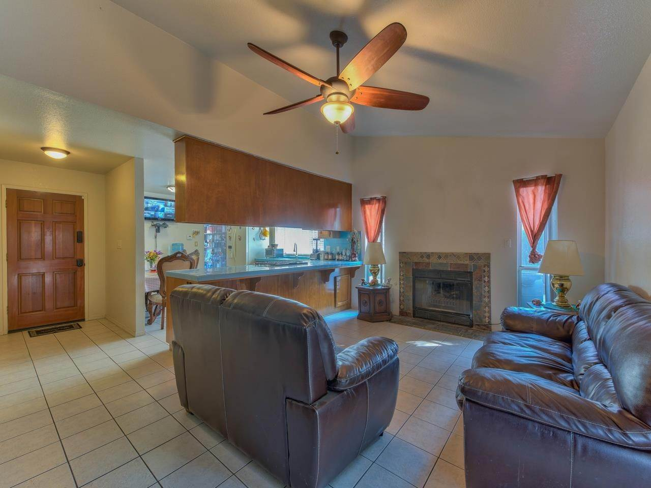 4. Single Family Homes for Sale at 419 Stonewood Drive Los Banos, California 93635 United States