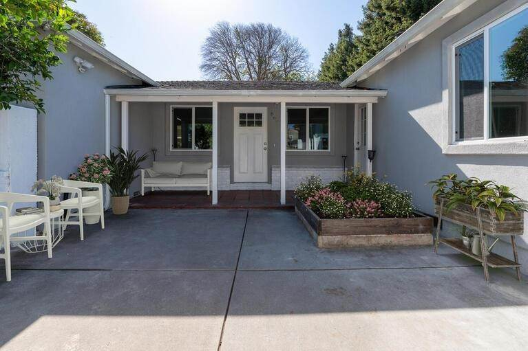 Single Family Homes por un Venta en 860 Donohoe Street East Palo Alto, California 94303 Estados Unidos