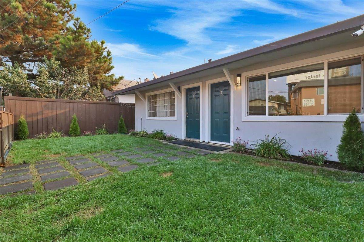 Multi-Family Homes por un Venta en 2118 Addison Avenue East Palo Alto, California 94303 Estados Unidos