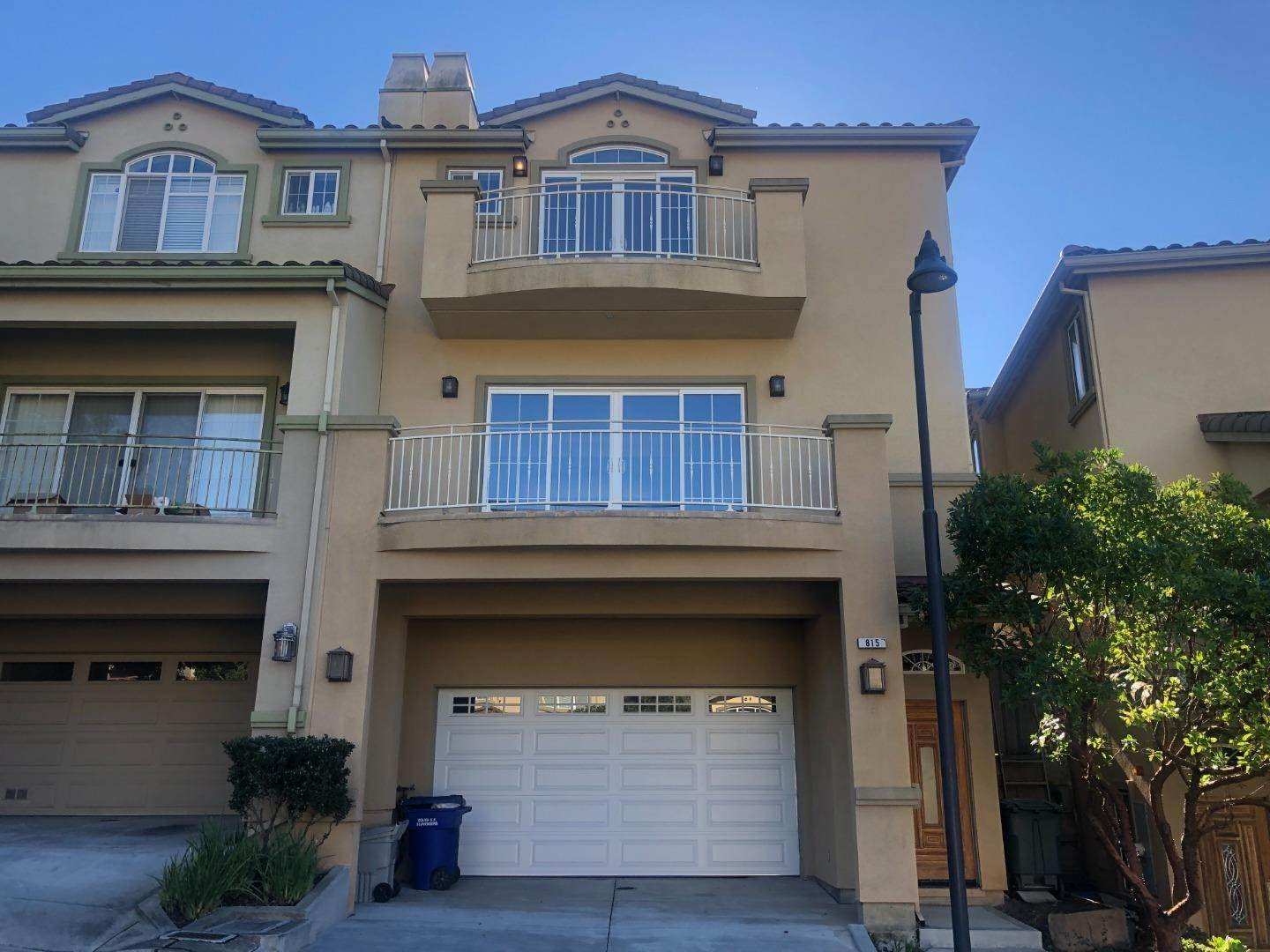 Single Family Homes at 815 La Montagne Place South San Francisco, カリフォルニア 94080 アメリカ