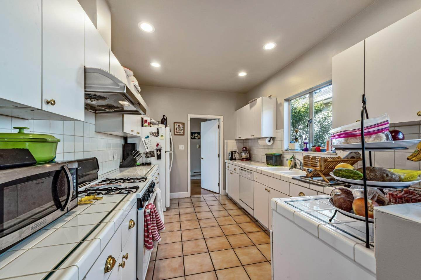 10. Multi-Family Homes for Sale at 5233 Miles Avenue Oakland, California 94618 United States