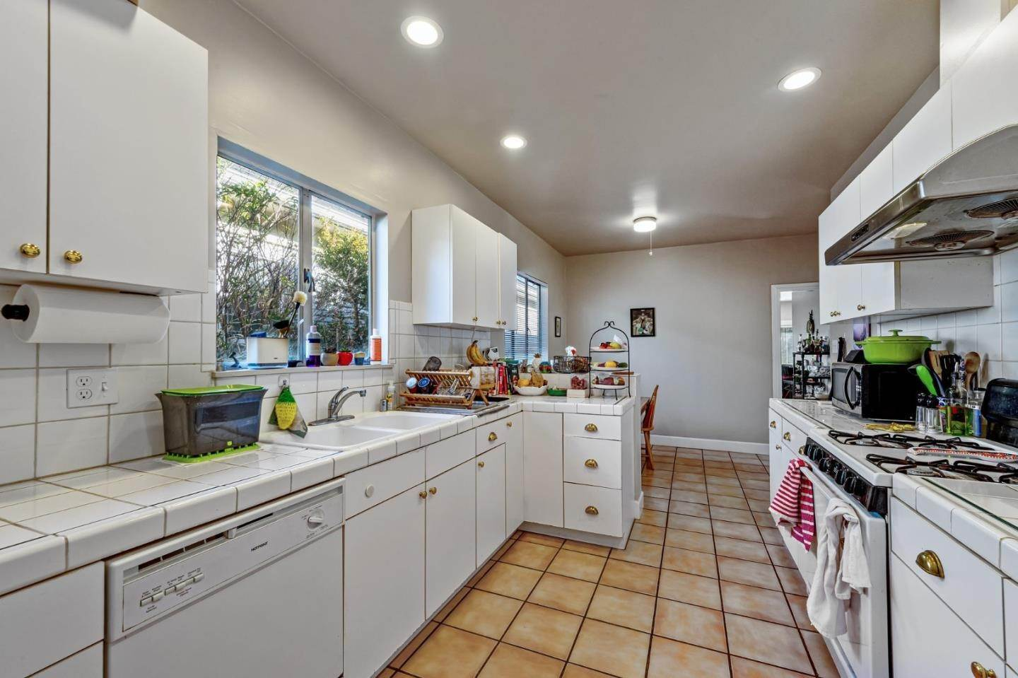 11. Multi-Family Homes for Sale at 5233 Miles Avenue Oakland, California 94618 United States