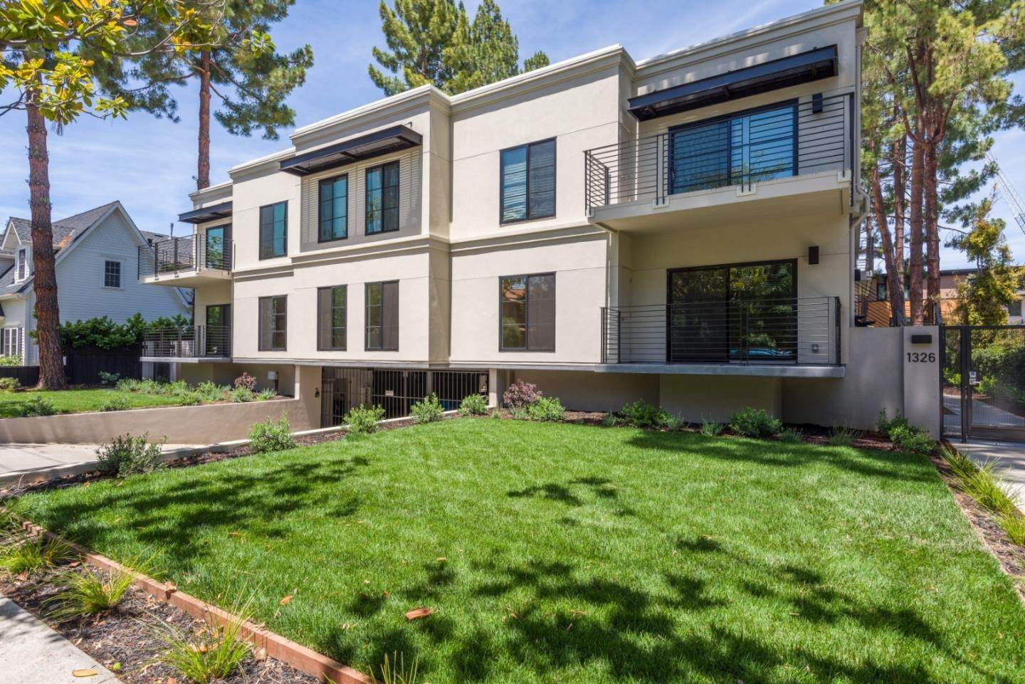 Condominiums for Sale at 1326 Hoover Street Menlo Park, California 94025 United States