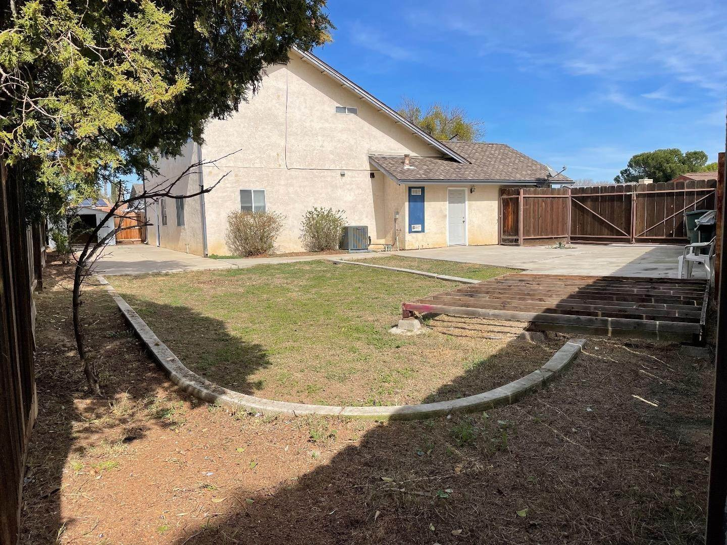 16. Single Family Homes for Sale at 413 Oakwood Court Los Banos, California 93635 United States