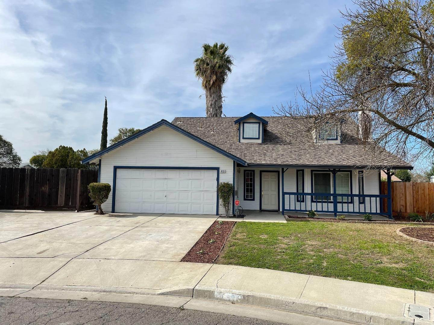 2. Single Family Homes for Sale at 413 Oakwood Court Los Banos, California 93635 United States