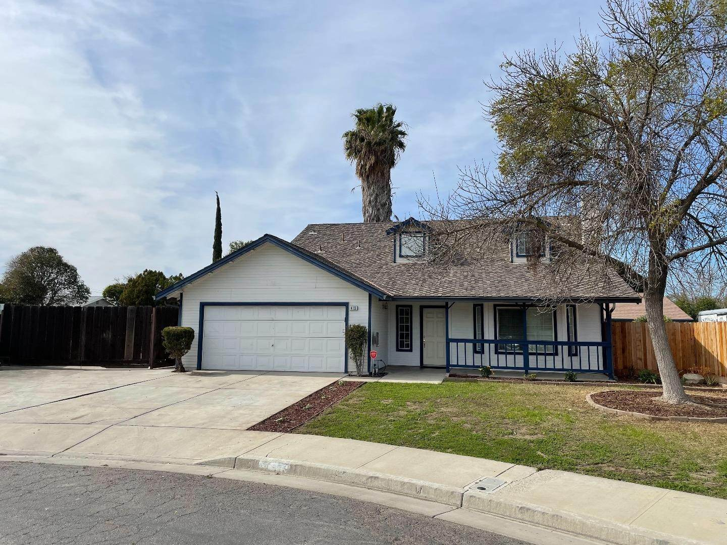 3. Single Family Homes for Sale at 413 Oakwood Court Los Banos, California 93635 United States