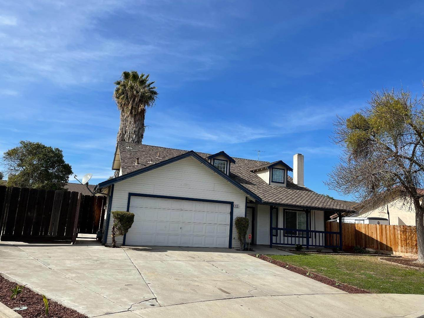 4. Single Family Homes for Sale at 413 Oakwood Court Los Banos, California 93635 United States