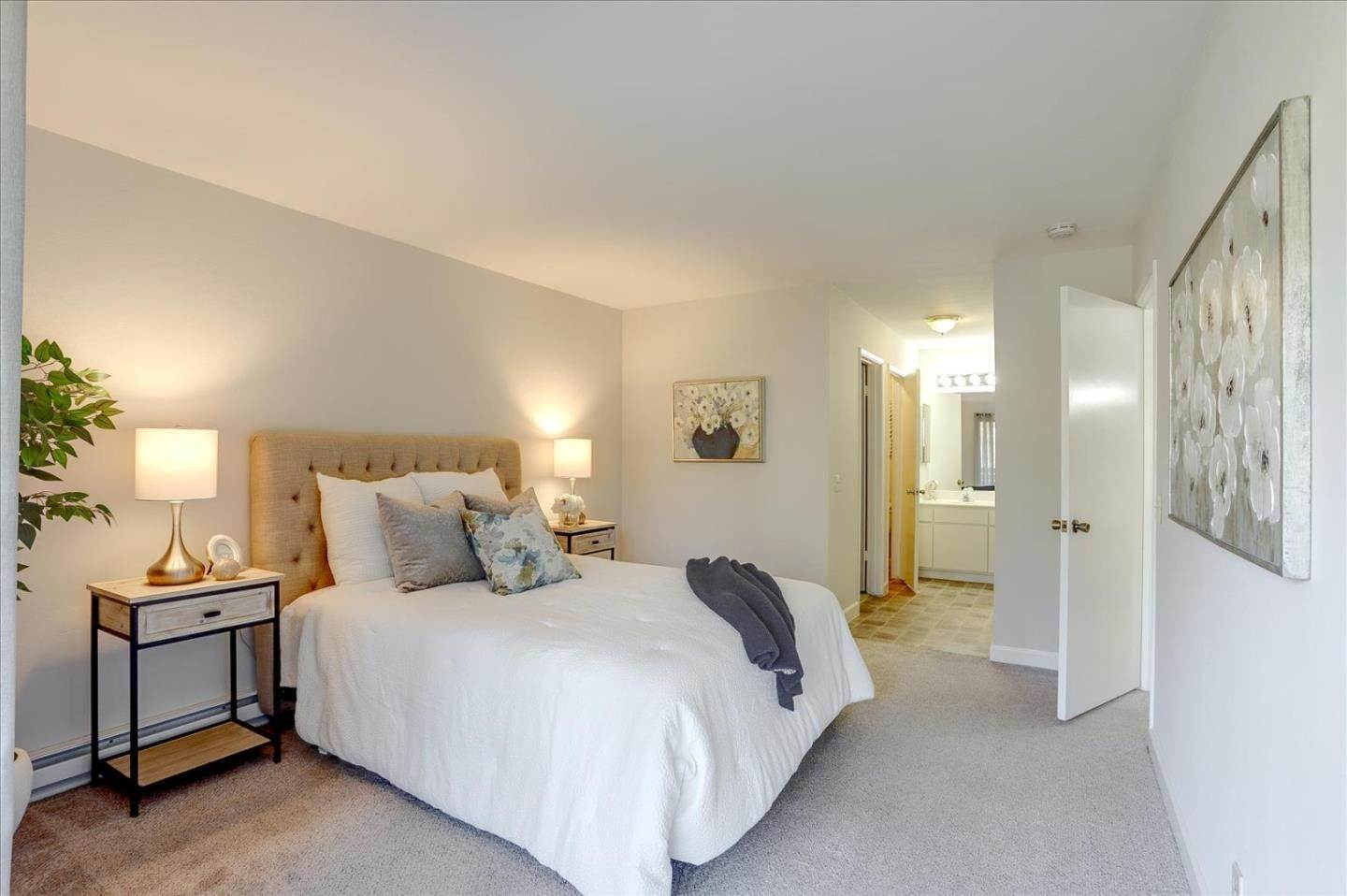 15. Condominiums for Sale at 4004 Farm Hill Boulevard Redwood City, California 94061 United States