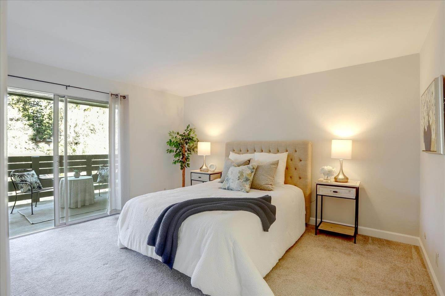 17. Condominiums for Sale at 4004 Farm Hill Boulevard Redwood City, California 94061 United States