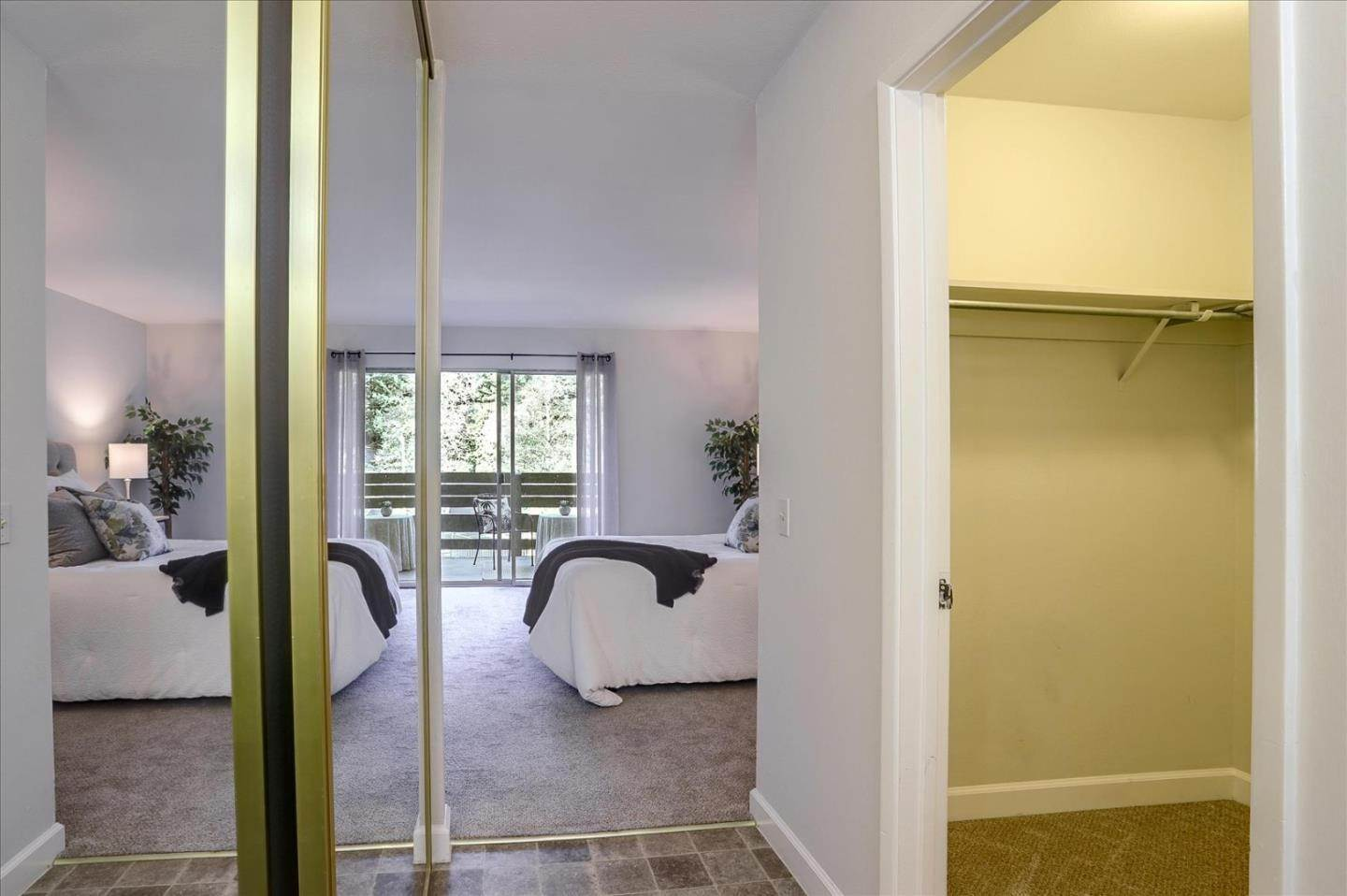 18. Condominiums for Sale at 4004 Farm Hill Boulevard Redwood City, California 94061 United States