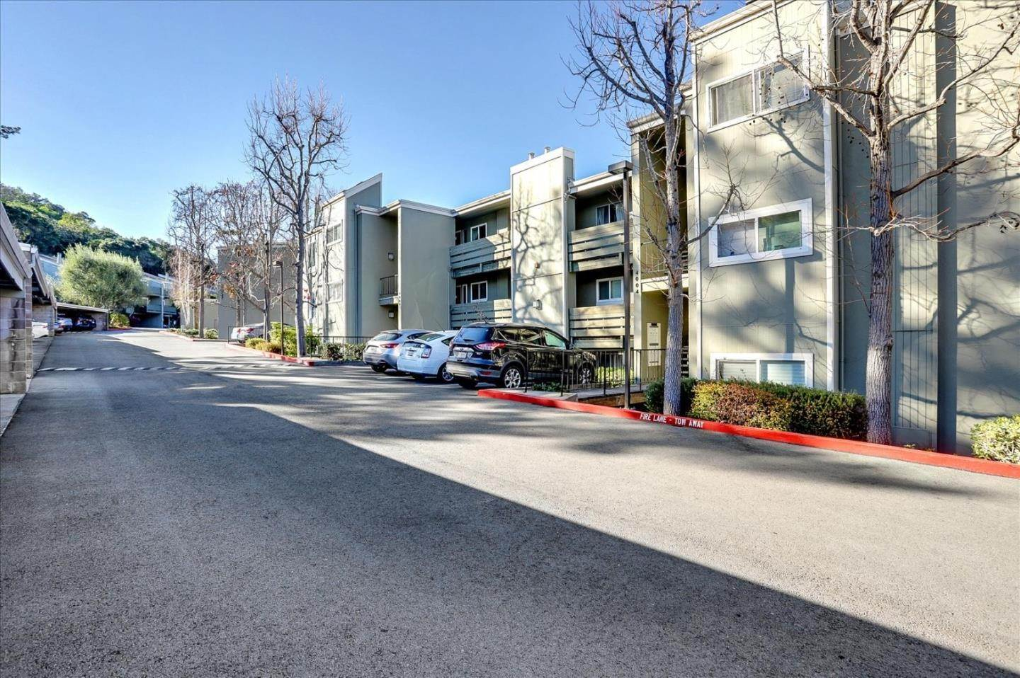 3. Condominiums for Sale at 4004 Farm Hill Boulevard Redwood City, California 94061 United States