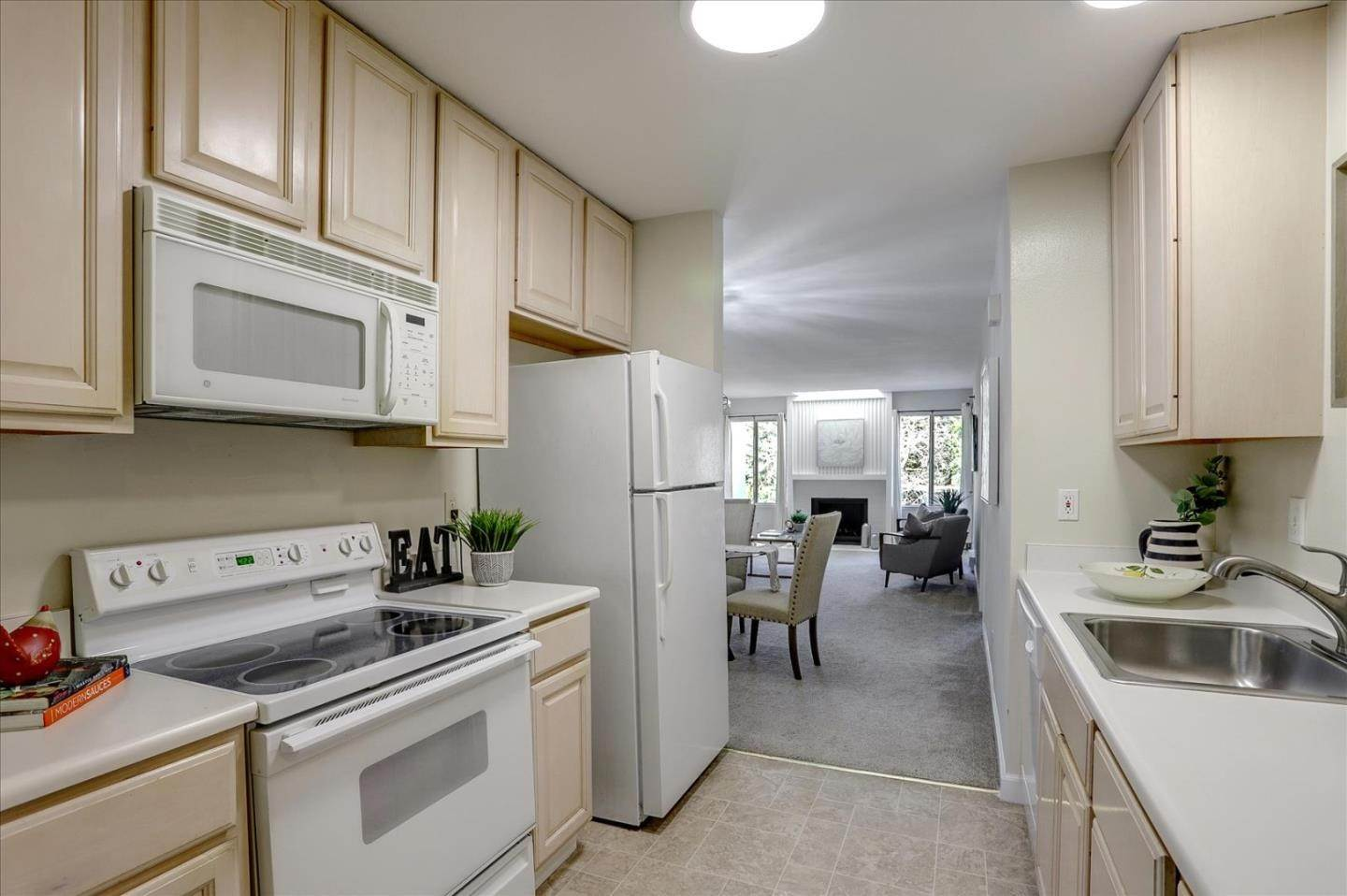 8. Condominiums for Sale at 4004 Farm Hill Boulevard Redwood City, California 94061 United States