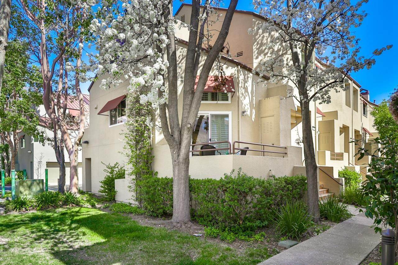 townhouses for Sale at 127 E Court Lane Foster City, California 94404 United States