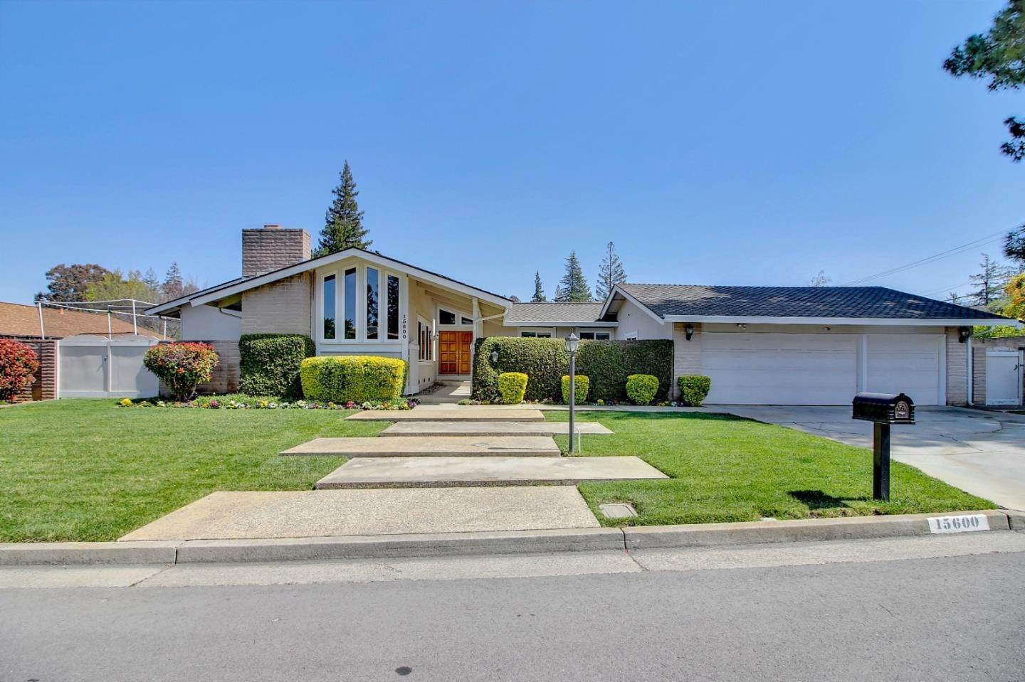 Single Family Homes للـ Sale في 15600 Dorado Lane Monte Sereno, California 95030 United States