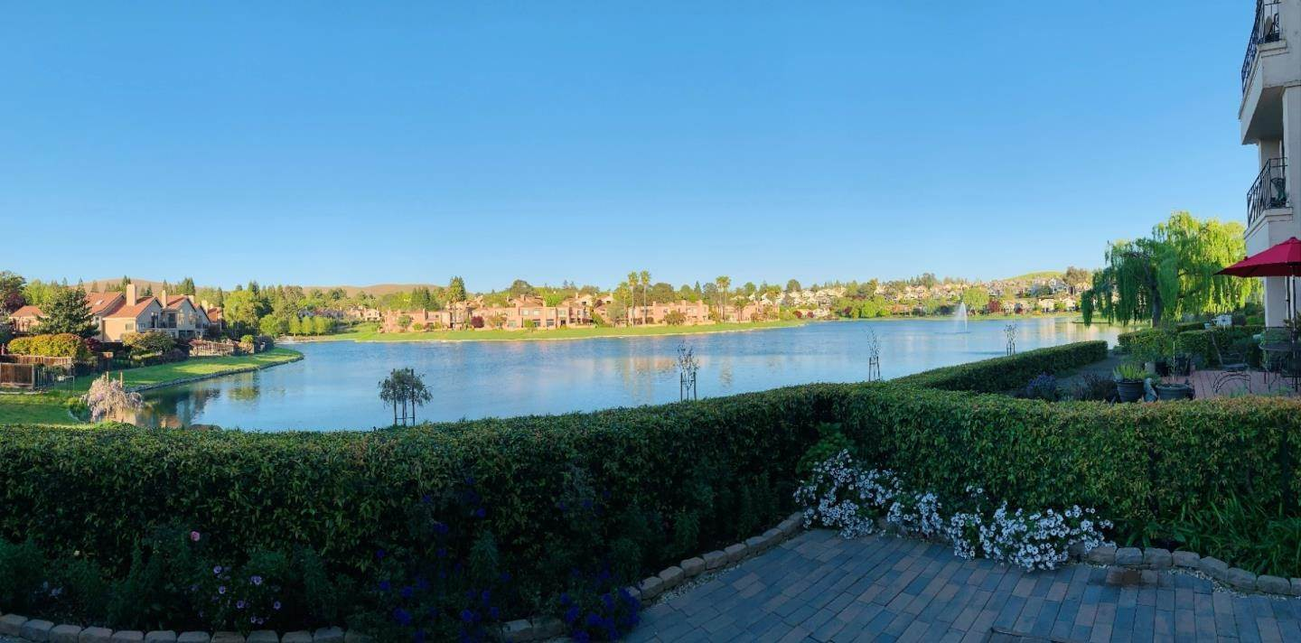 Condominiums for Sale at 61 Eagle Lake Lane San Ramon, California 94582 United States