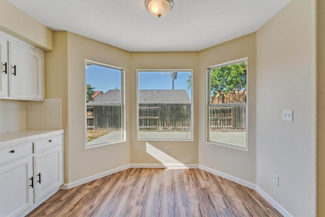 15. Single Family Homes for Sale at 632 Winemaker Street Los Banos, California 93635 United States