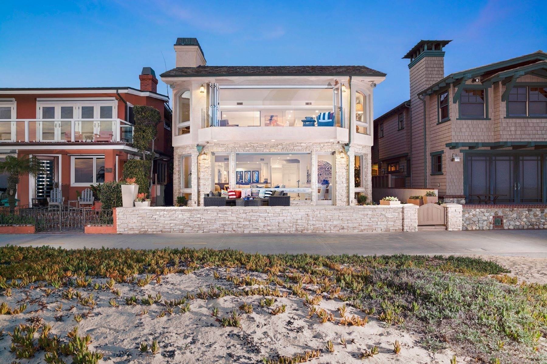 Single Family Homes for Sale at 930 Weat Oceanfront 930 W OCEANFRONT Newport Beach, California 92661 United States