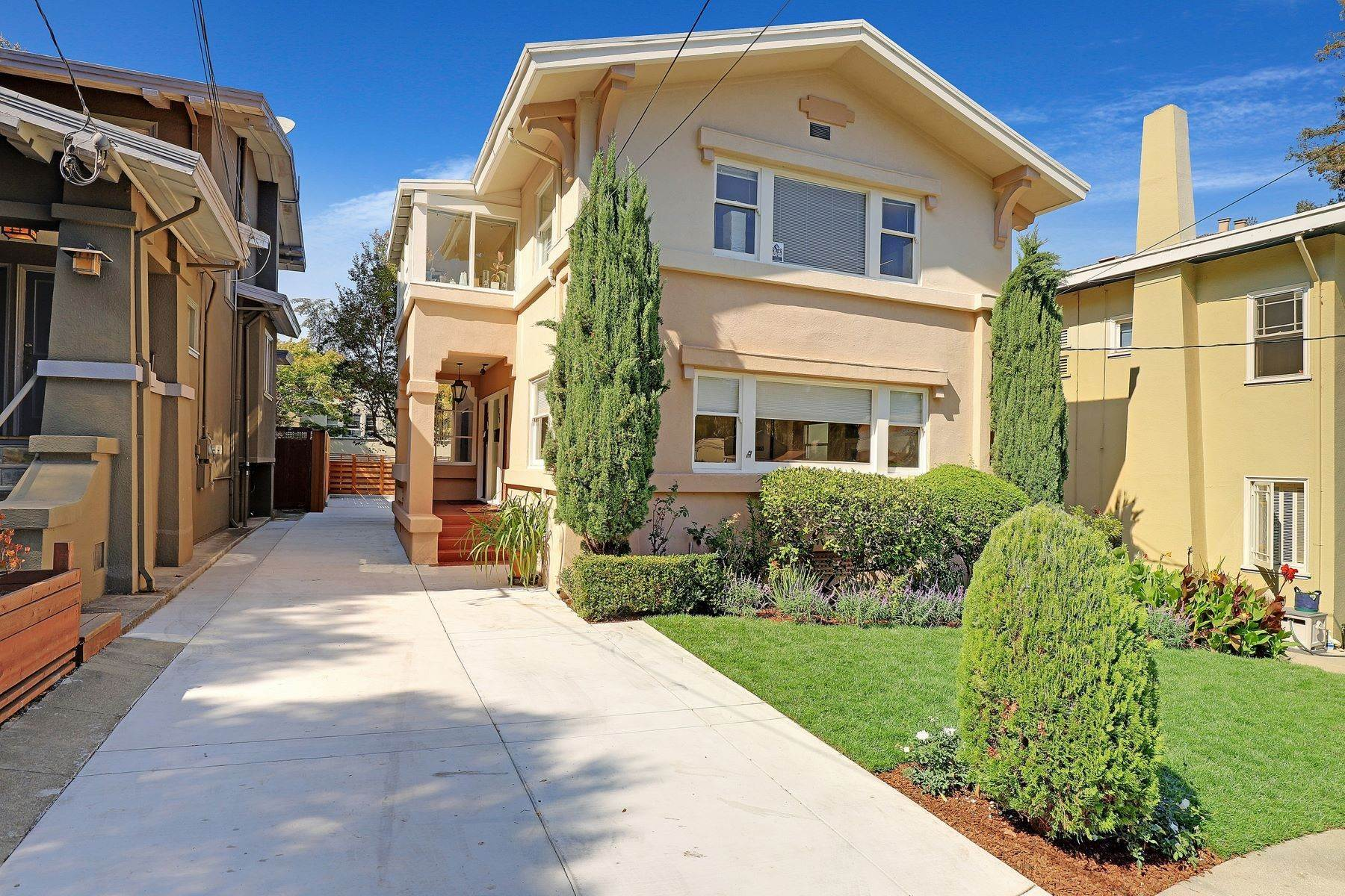 2. Multi-Family Homes for Sale at Inviting Sunlit Duplex 725 Haddon Place Oakland, California 94610 United States