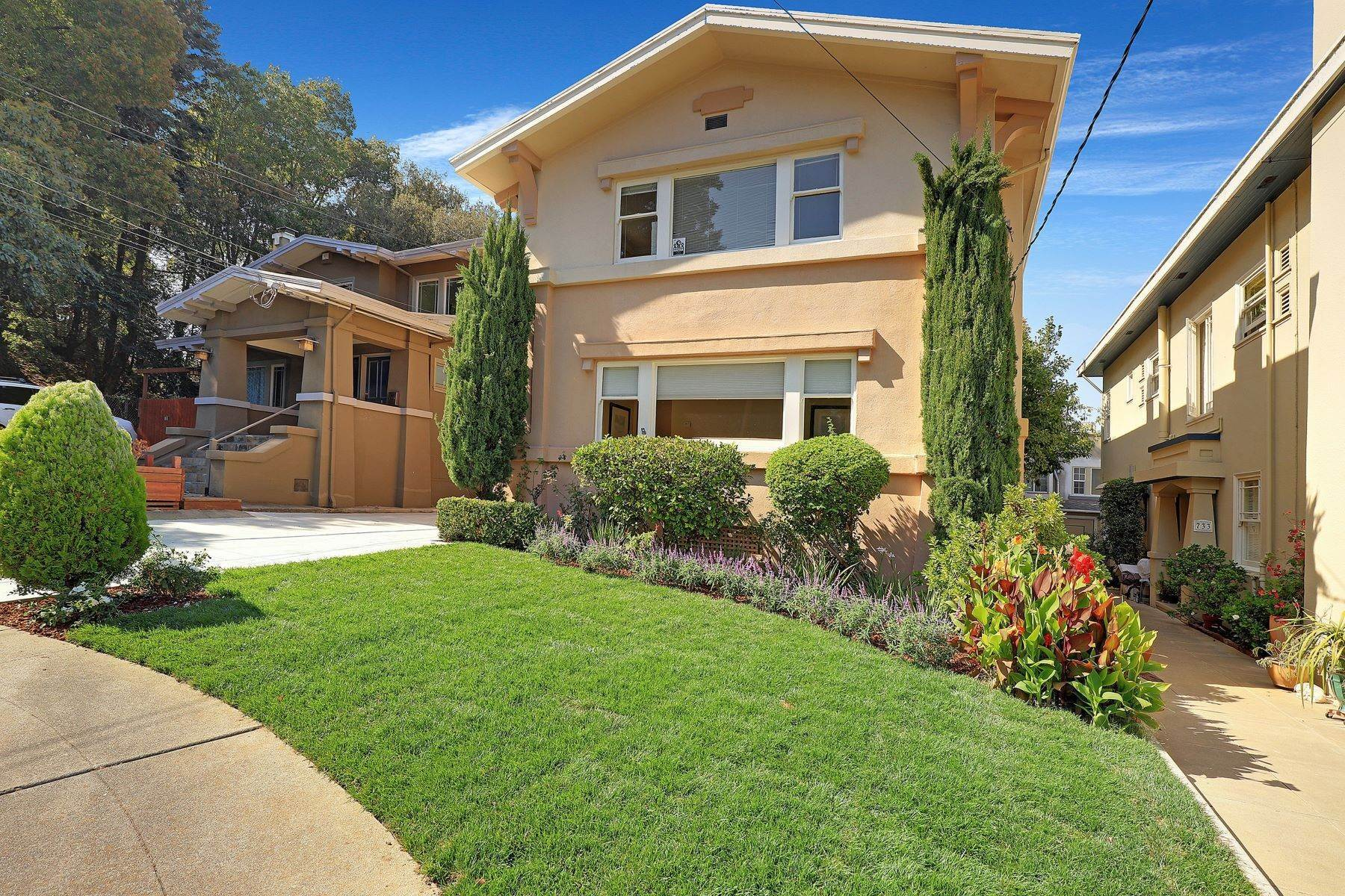 Multi-Family Homes for Sale at Inviting Sunlit Duplex 725 Haddon Place Oakland, California 94610 United States