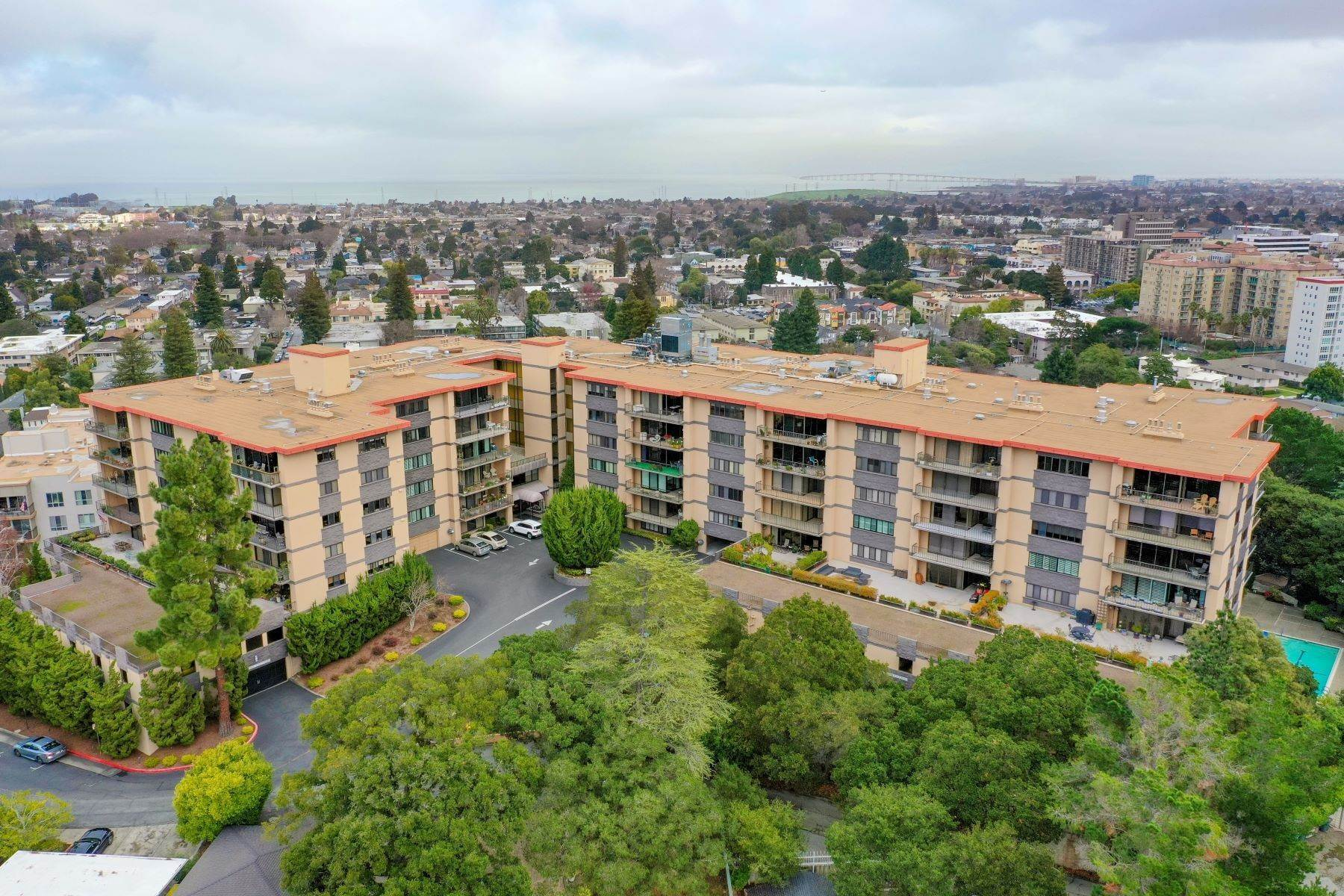 10. Condominiums for Sale at Luxury Condo in San Mateo Park! 50 Mounds Road #206 San Mateo, California 94402 United States