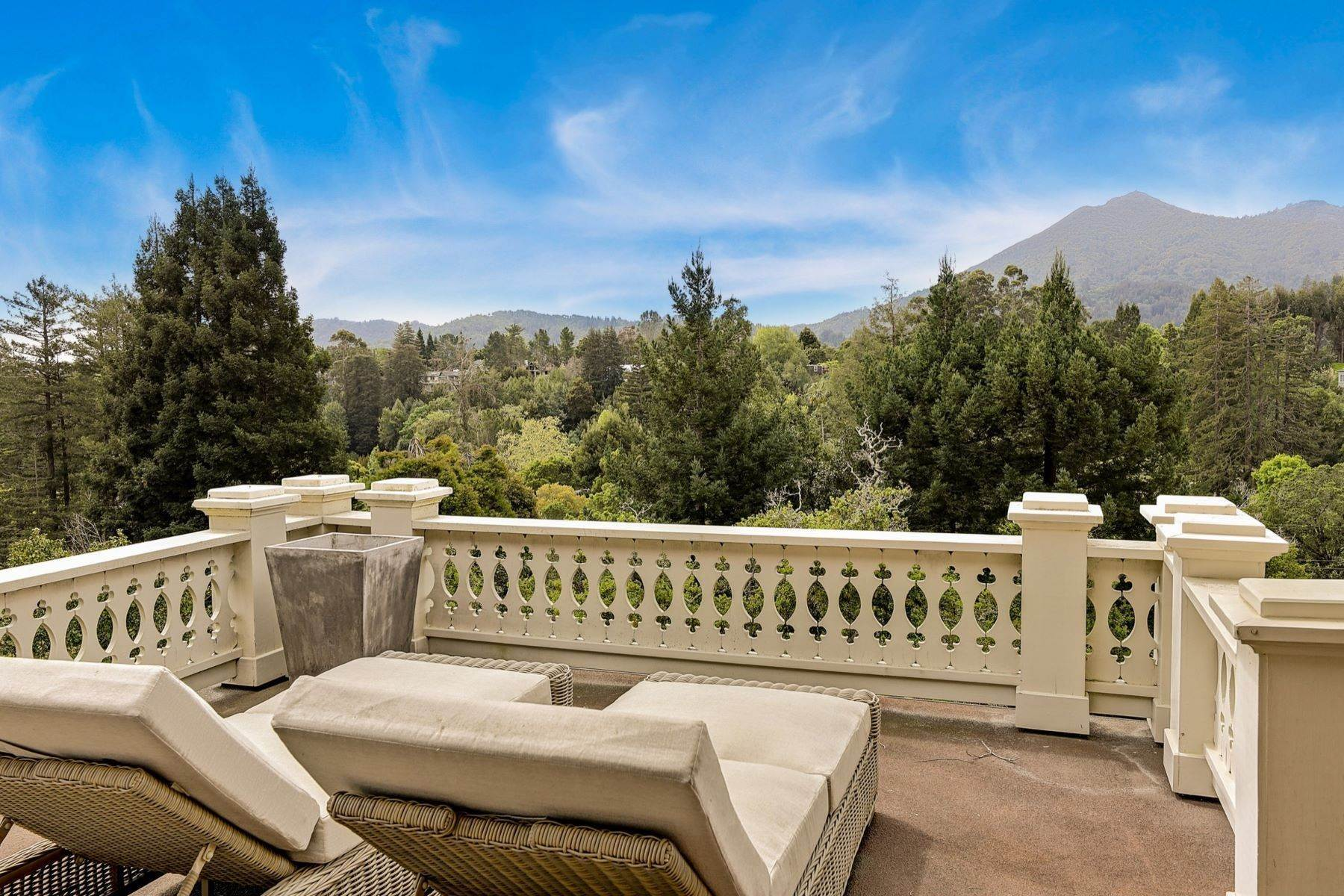 24. Single Family Homes for Sale at Iconic Ross Estate 117 Laurel Grove Ross, California 94957 United States