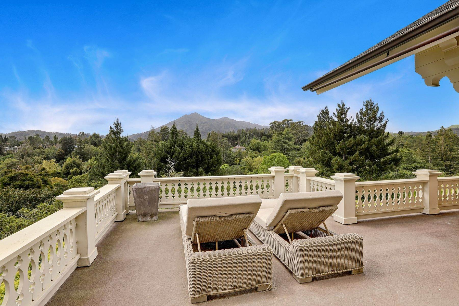 37. Single Family Homes for Sale at Iconic Ross Estate 117 Laurel Grove Ross, California 94957 United States