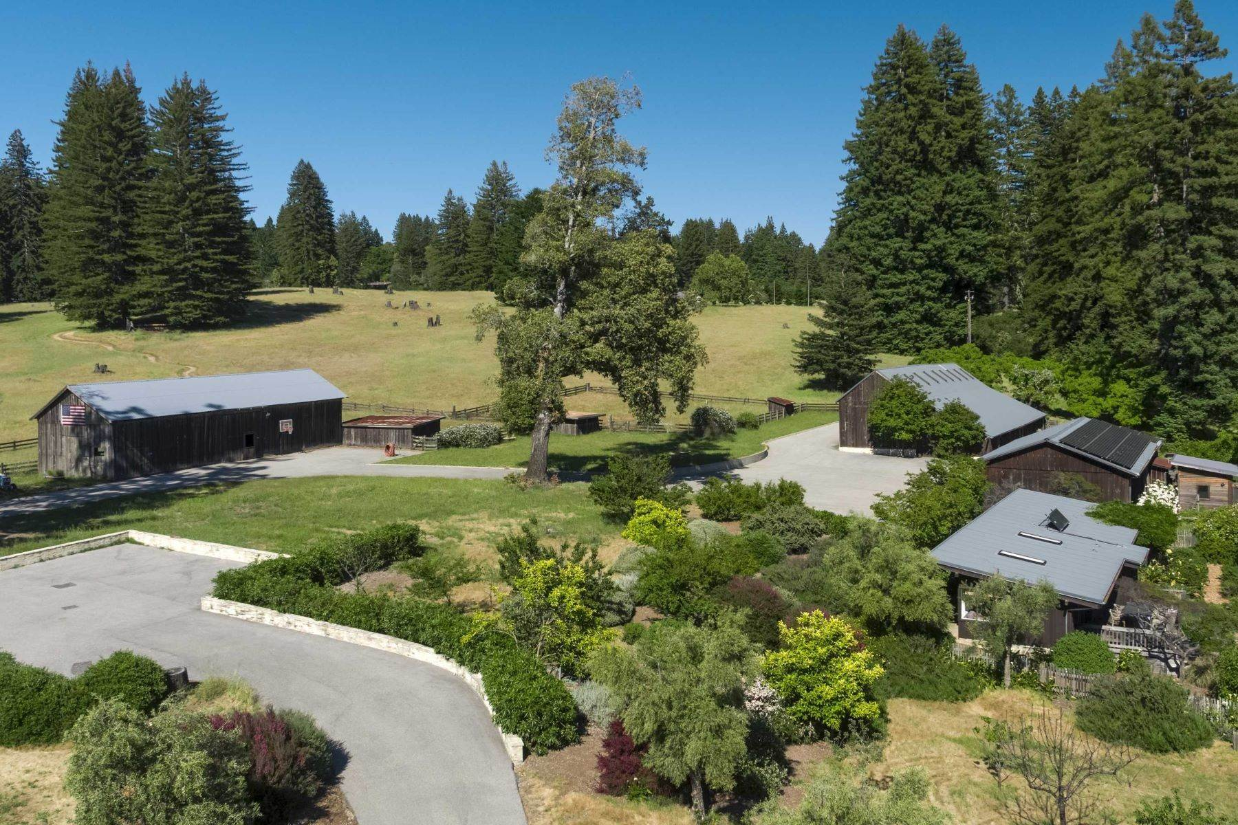 16. Single Family Homes for Sale at Boogie Ranch 1 Thayer Road Santa Cruz, California 95060 United States