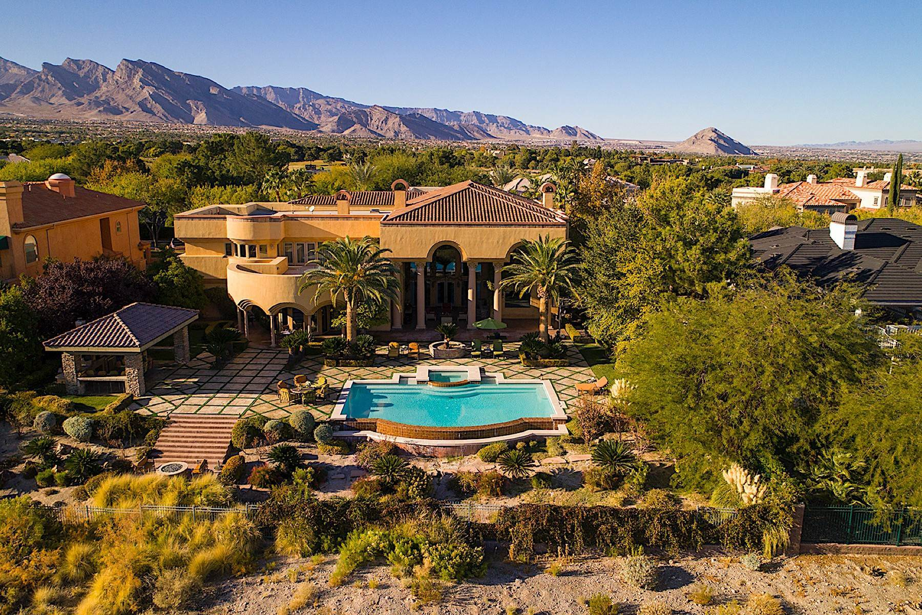 Single Family Homes por un Venta en The Fairway Estate in Guard Gated Tournament Hills, Summerlin 9013 Greensboro Lane Las Vegas, Nevada 89134 Estados Unidos