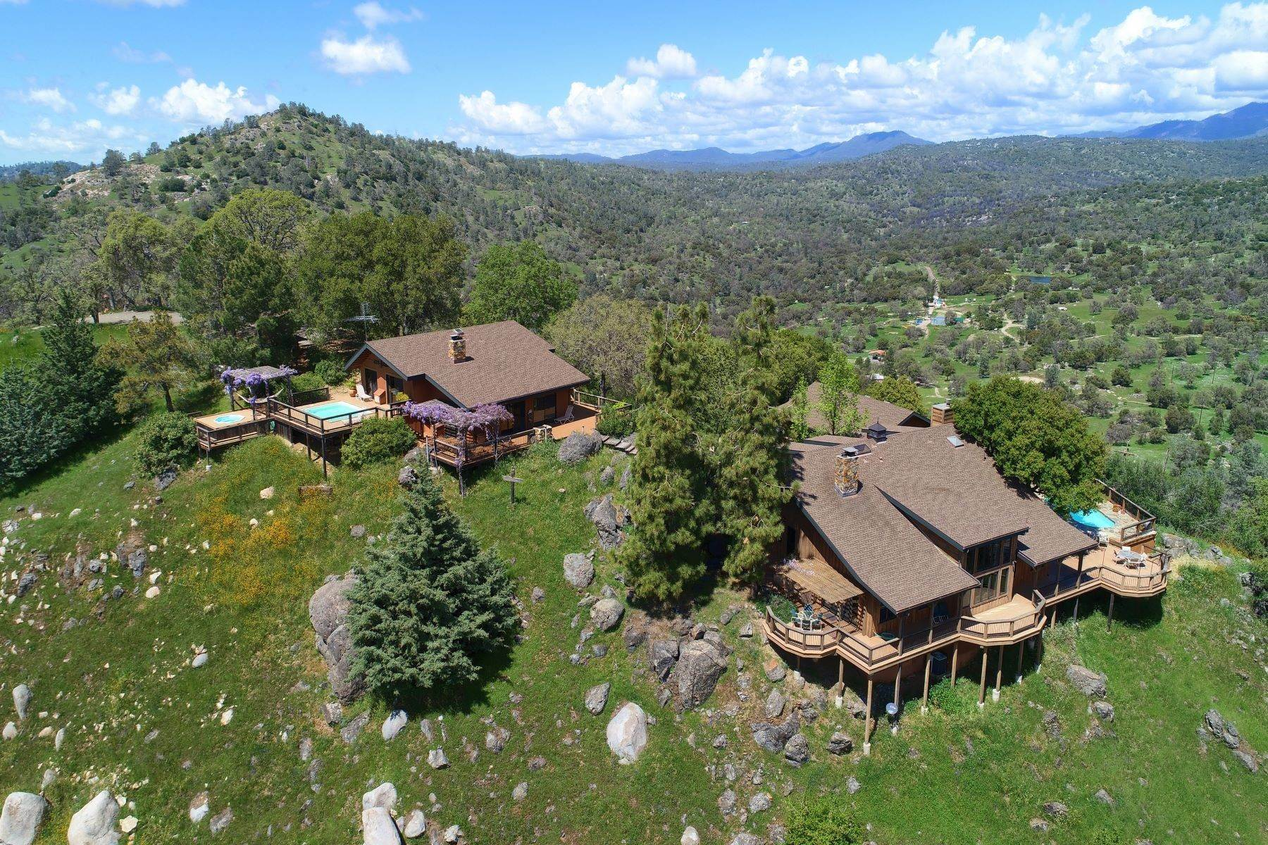 Single Family Homes للـ Sale في Mountaintop Ranch with Incredible Views 3276 Indian Peak Road Mariposa, California 95338 United States