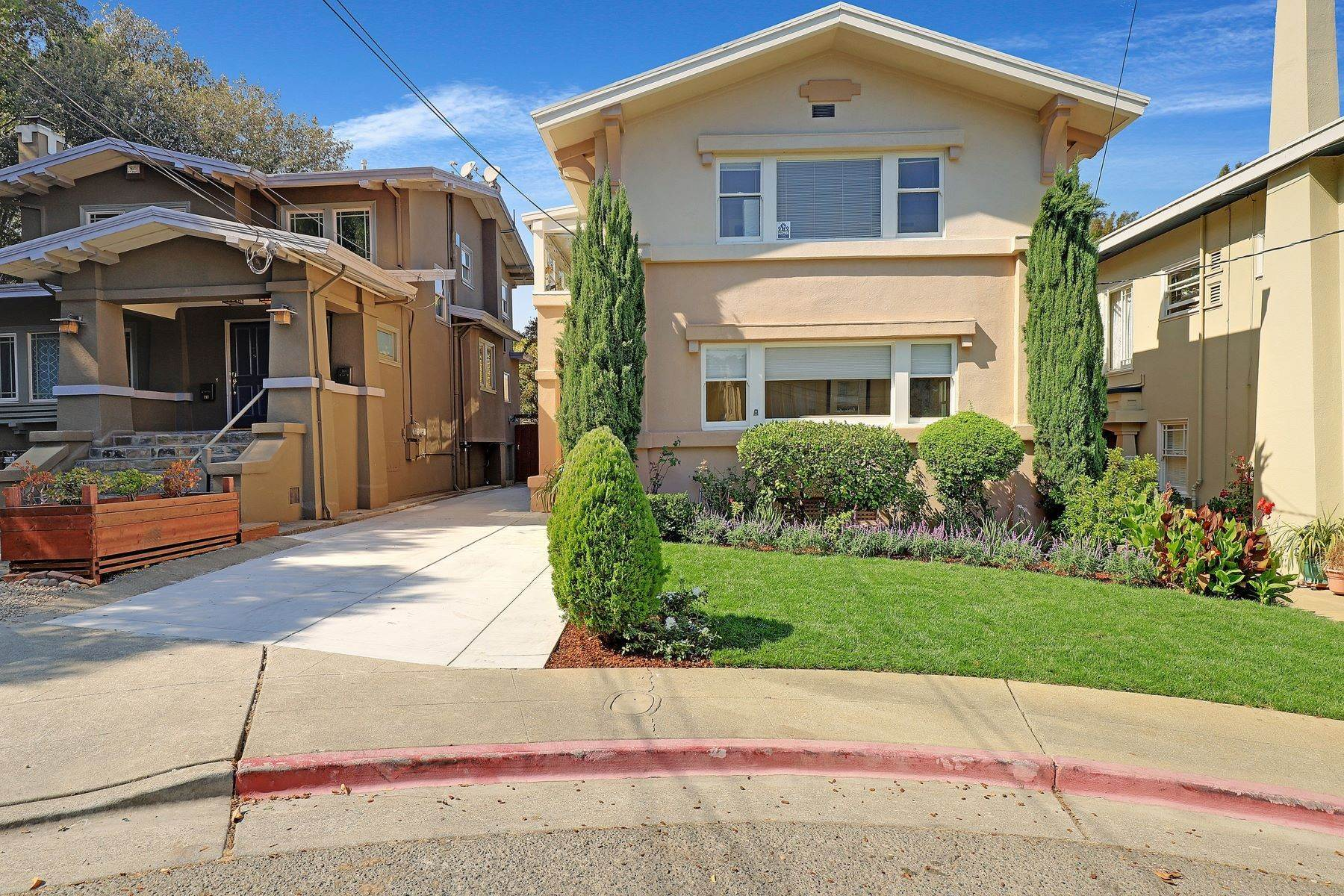 3. Multi-Family Homes for Sale at Inviting Sunlit Duplex 725 Haddon Place Oakland, California 94610 United States