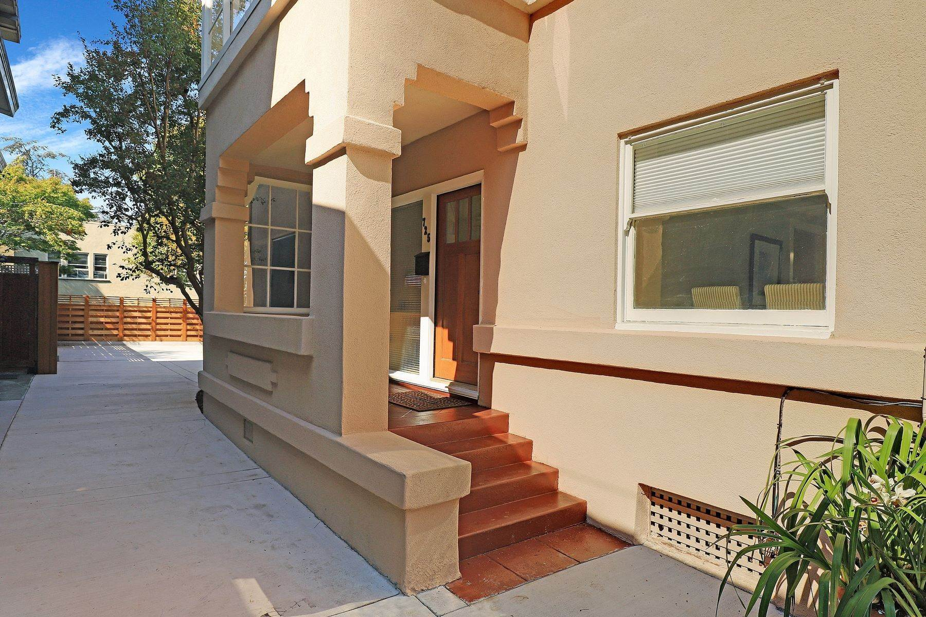 4. Multi-Family Homes for Sale at Inviting Sunlit Duplex 725 Haddon Place Oakland, California 94610 United States