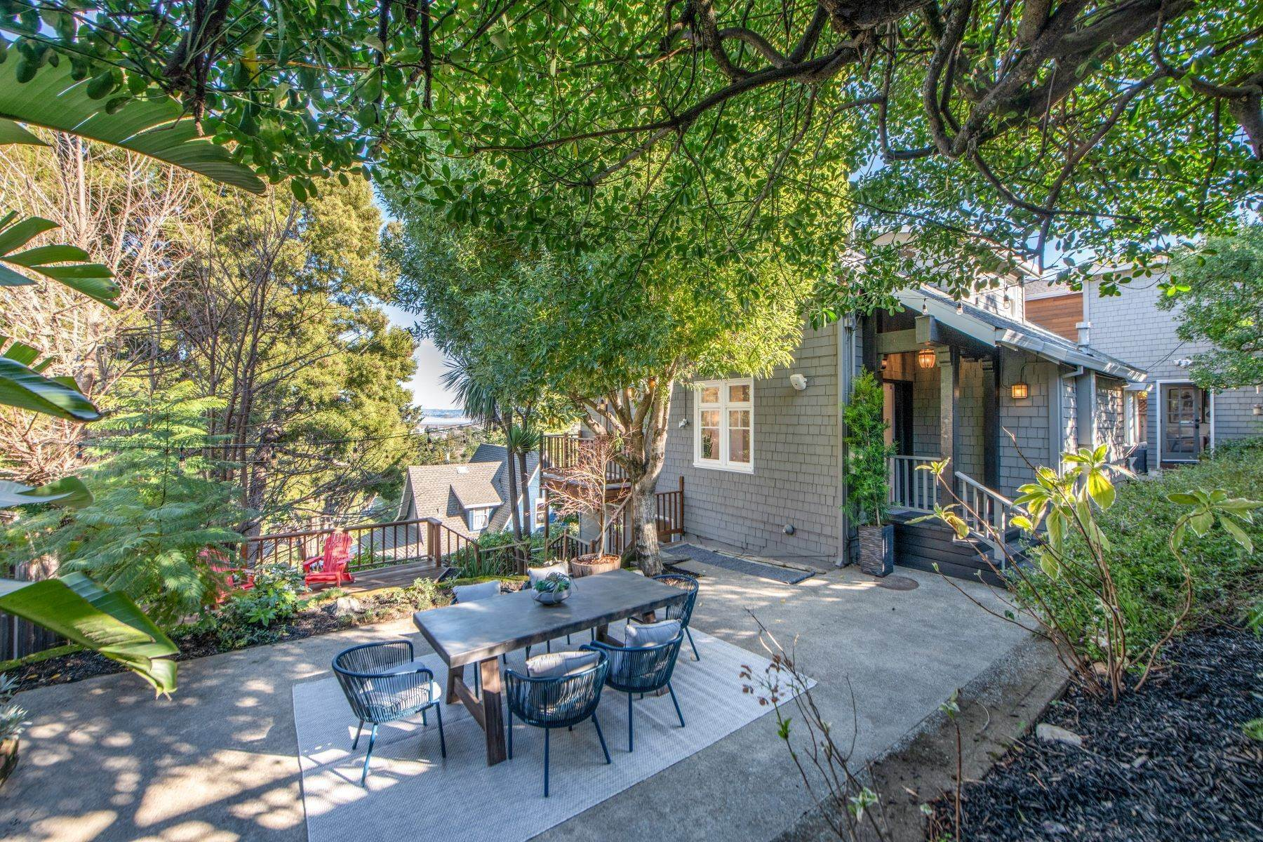 Single Family Homes للـ Sale في Old World Sophistication in the Heart of Corte Madera 415 Redwood Avenue Corte Madera, California 94925 United States
