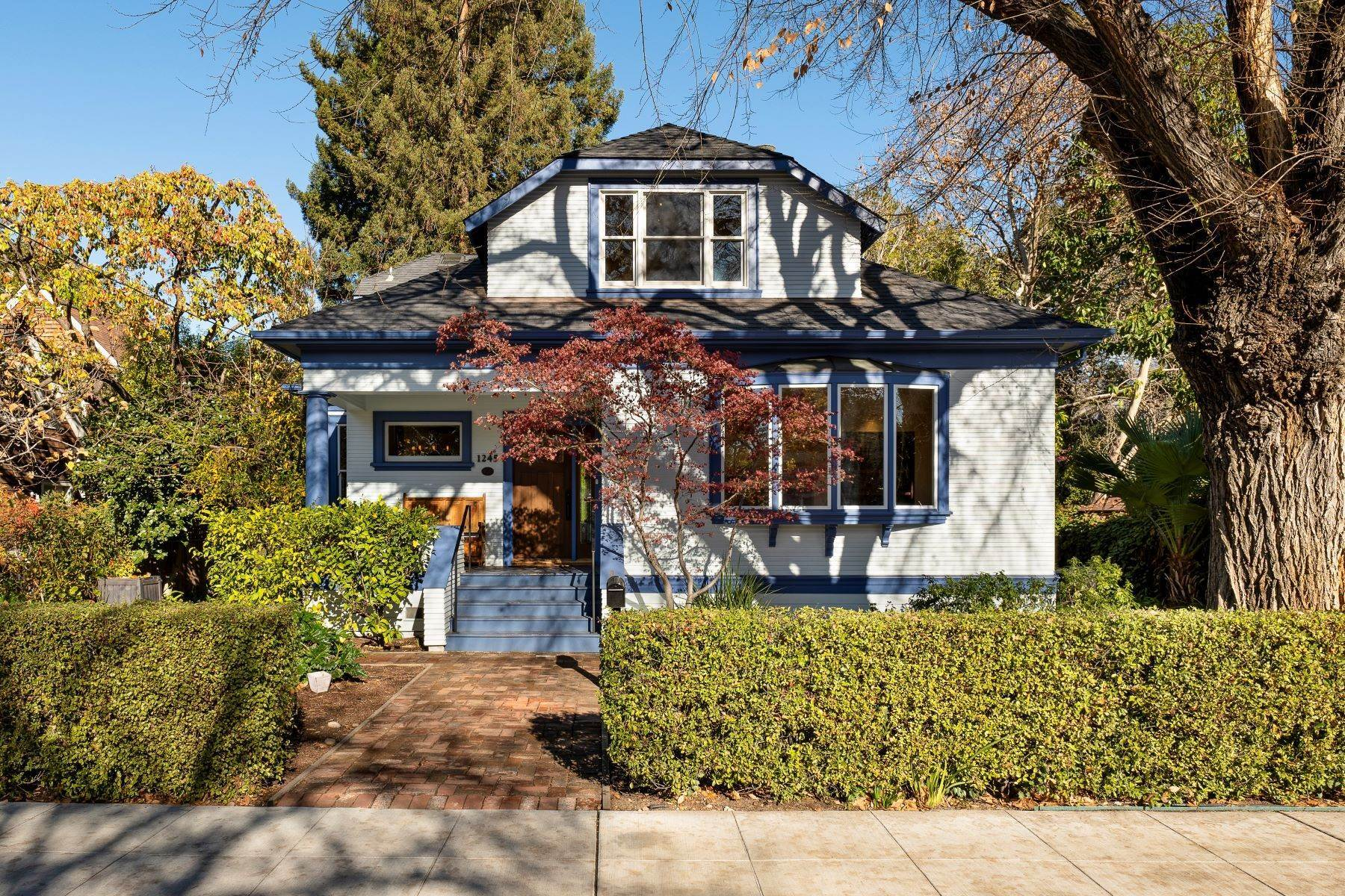 Single Family Homes الساعة Beautifully Remodeled Historic Professorville Craftsman 1245 Waverley Street Palo Alto, California 94301 United States
