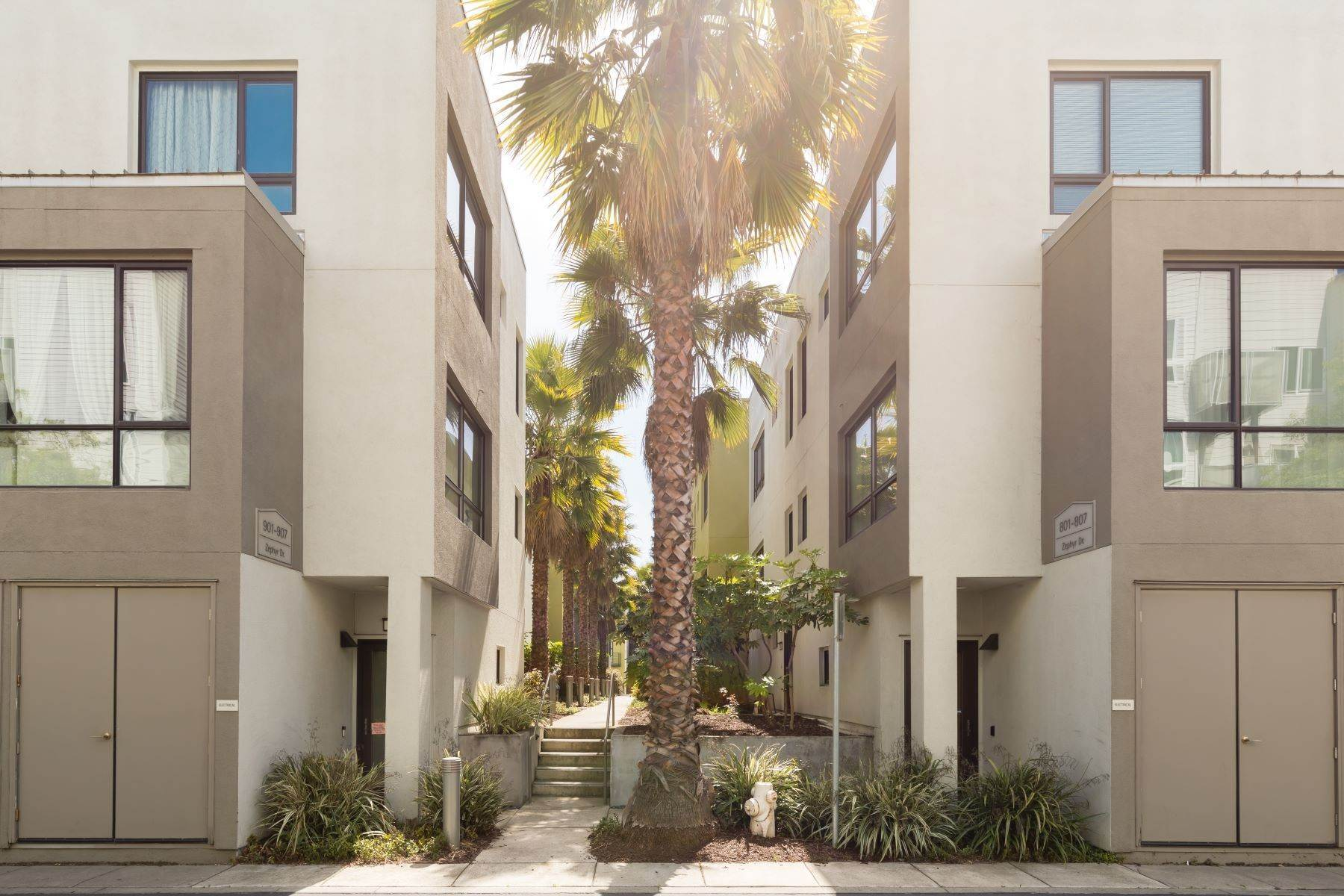 Condominiums for Sale at Newly Enhanced Stylish Condominium 806 Zephyr Drive Oakland, California 94607 United States