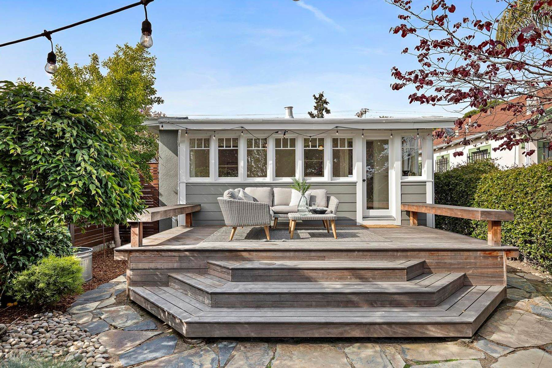 21. Single Family Homes for Sale at A Beautiful Craftsman Restoration 887 47th Street Oakland, California 94608 United States